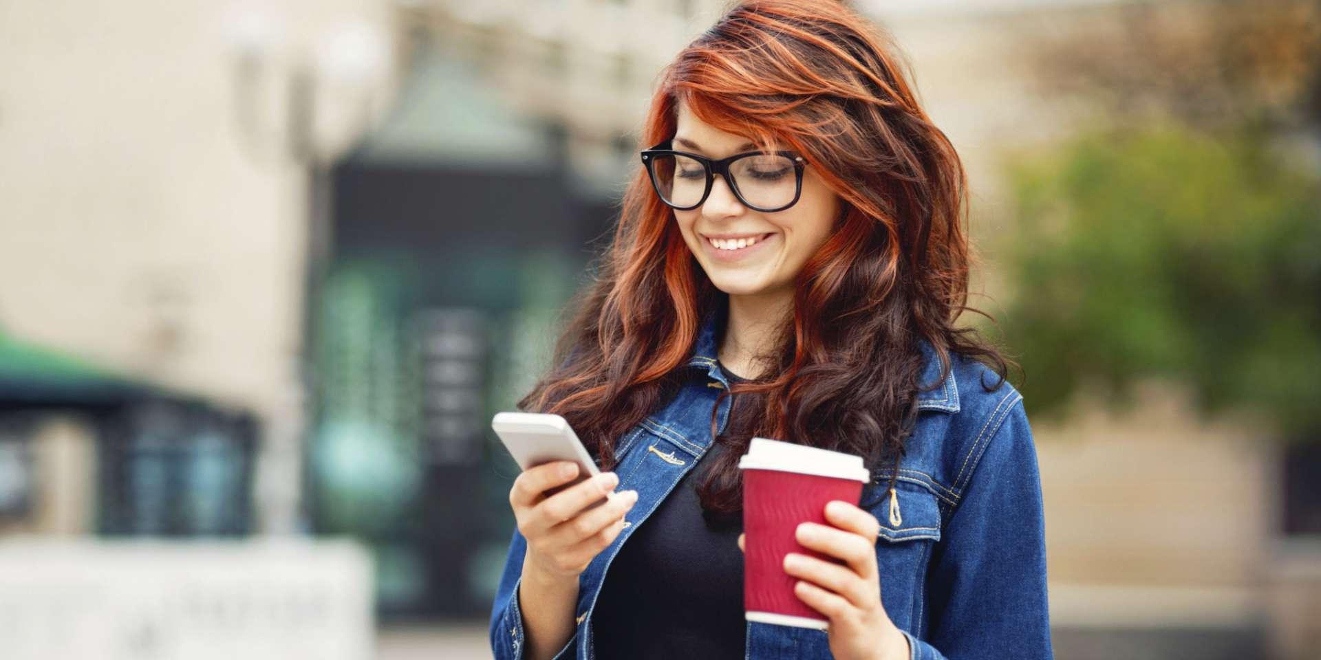 Девушка с телефоном картинки красивые